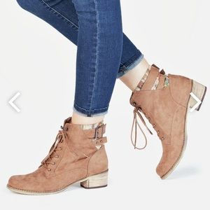 Tan lace up ankle boots.